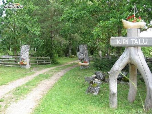 3/10 Kipi Holiday House