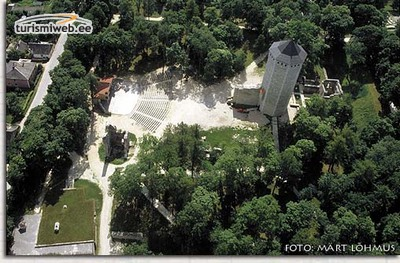 2/2 Order Castle Ruins And Rampart Tower Of Paide